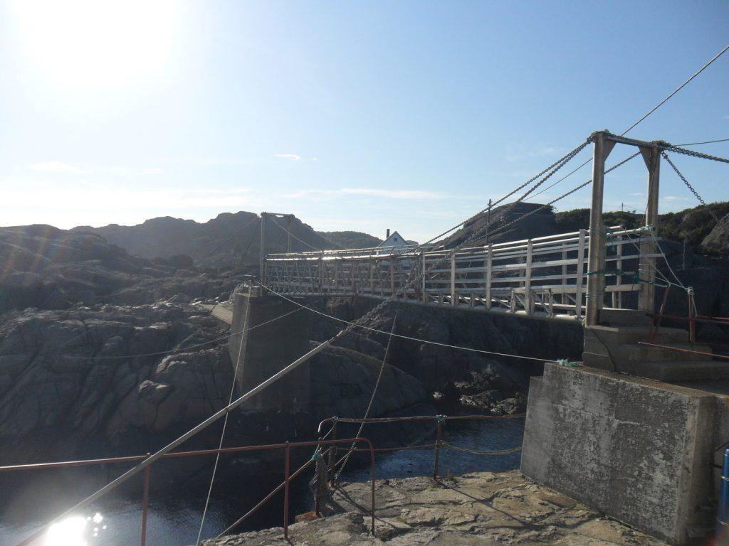 Broa over til holmen fyret ligger på