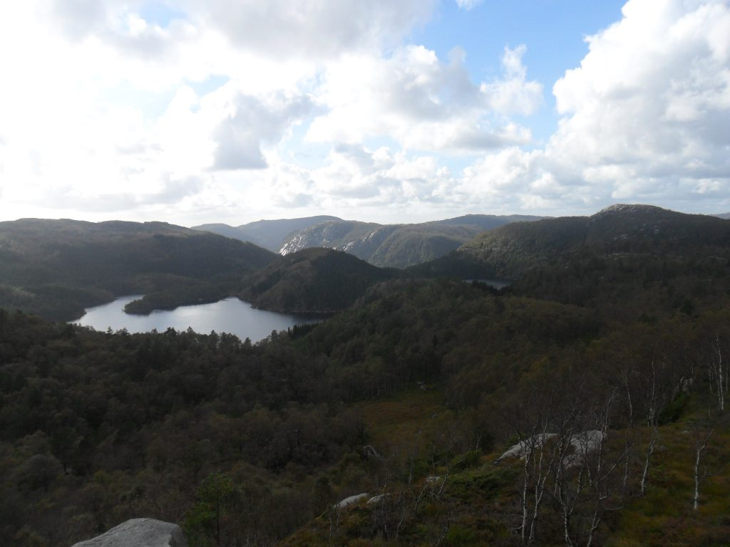 Ljosvatnet, og litt av Stokkavatnet til høyre