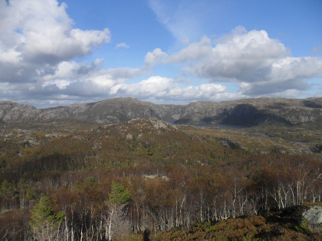 Linborgvatet, men Grønhaug litt til venstre for midten