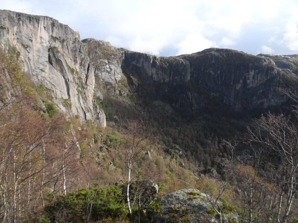 Mektige fjell rundt Guddal